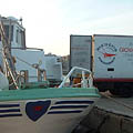 The catch is transferred to the refrigerated truck - © Giovanni Rivieccio Srl